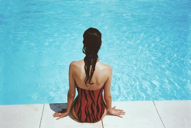 女性のプール