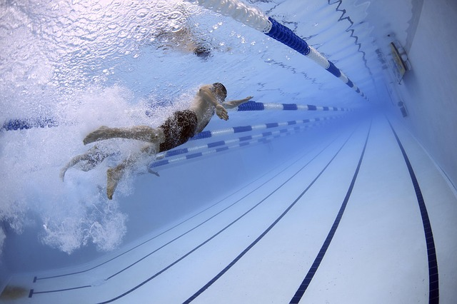 プールでの水泳