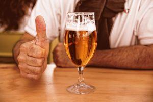 ビールと親指