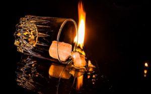 グラスと炎