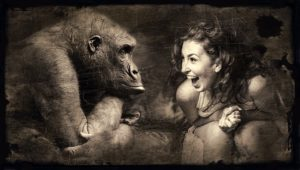 女性とゴリラの笑顔