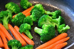フライパンで焼いた野菜