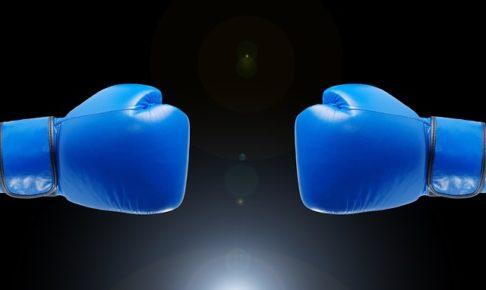 青いボクシンググローブ