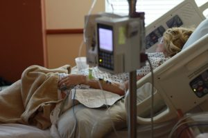 入院で寝たきりの人