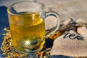 お茶とグラス