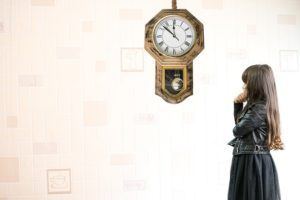 時計と少女