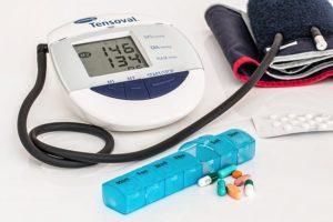 血圧計と薬