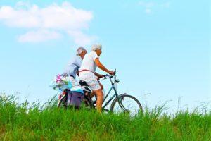 老人 2人で自転車
