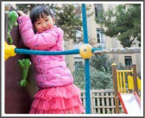 子供と公園で遊ぶ