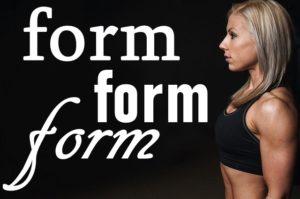 formの文字と女性の横の姿
