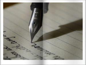 万年筆で書いているところ