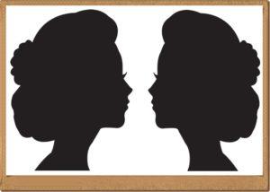 女性の鏡のシルエット