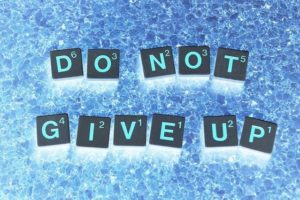 DO NOT GIVE UPの文字