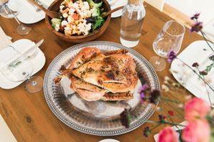 ディナーの皿