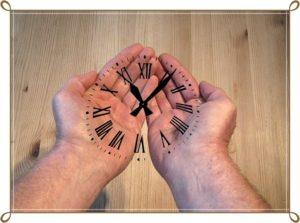 手の中に時計がある