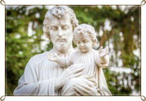 神が子供を抱きしめている