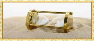 倒れている砂時計