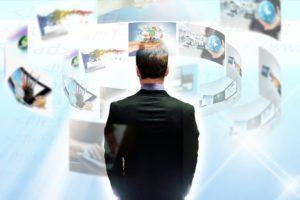 サイバーセキュリティを考えるビジネスマン