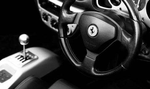 フェラーリの運転席