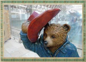 熊が帽子を脱いだ姿