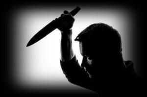 ナイフを持つ男