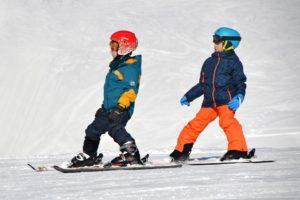 子供 スキーを習っているところ