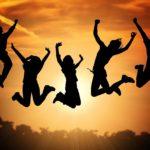 ジャンプしている人たち