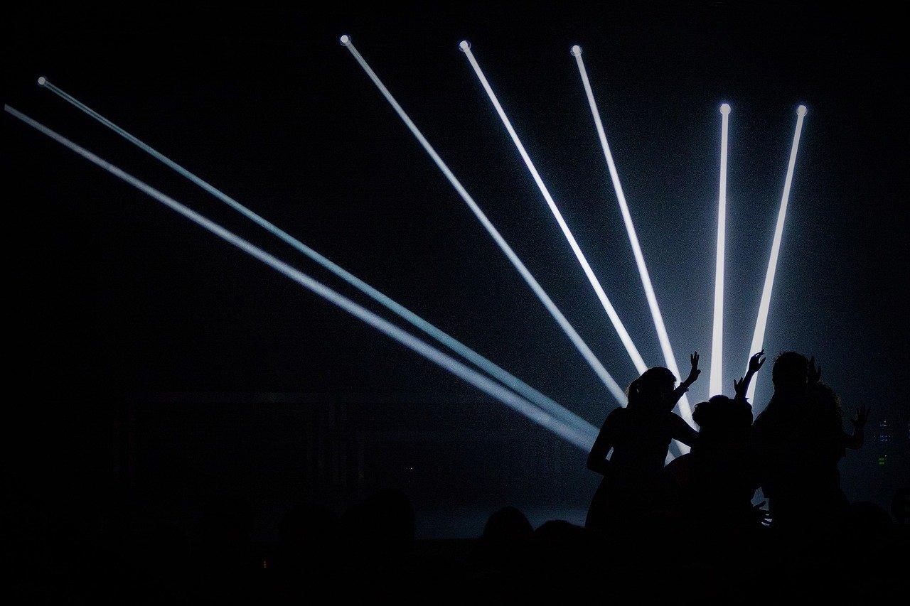 クラブでの光