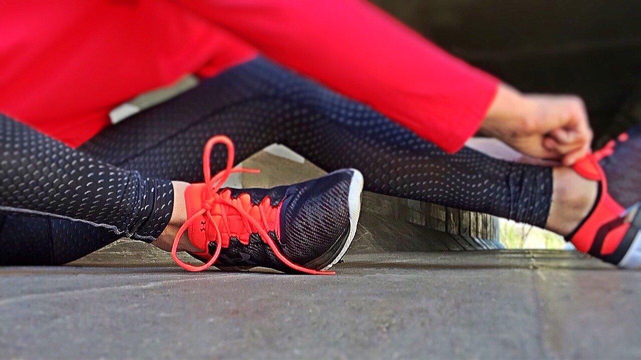 靴を履いている女性