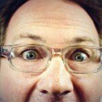 透明なメガネのおじさん