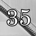 35の数字と階段