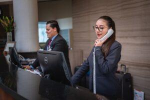ホテルでの女性職員