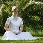 女性が瞑想しているとき